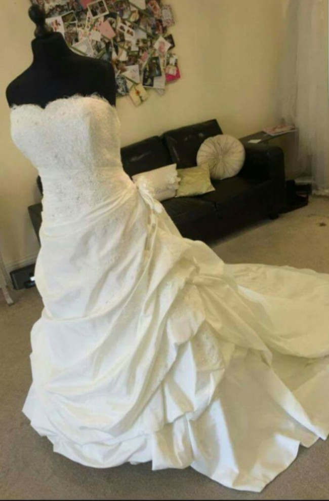 Ellis Bridal Princess and the frog Used Wedding Dress on Sale 75% Off