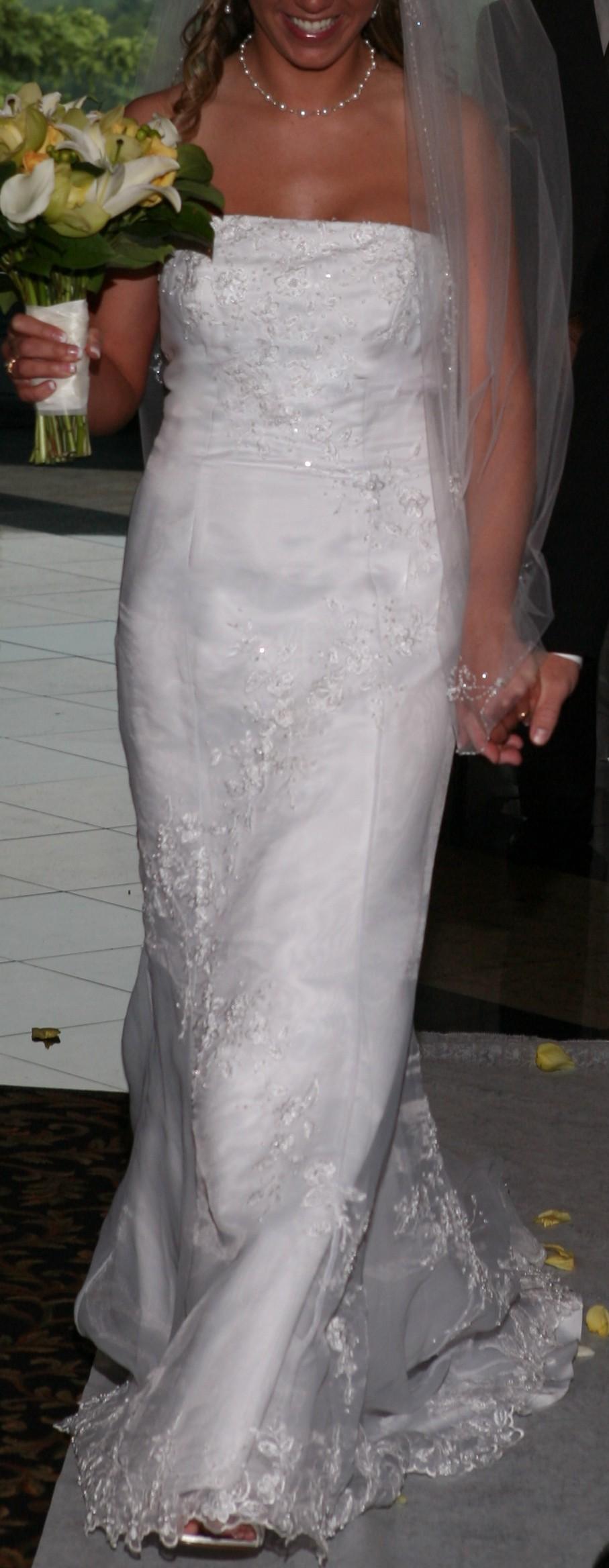 Fit flare used wedding dresses stillwhite for Used wedding dresses west palm beach