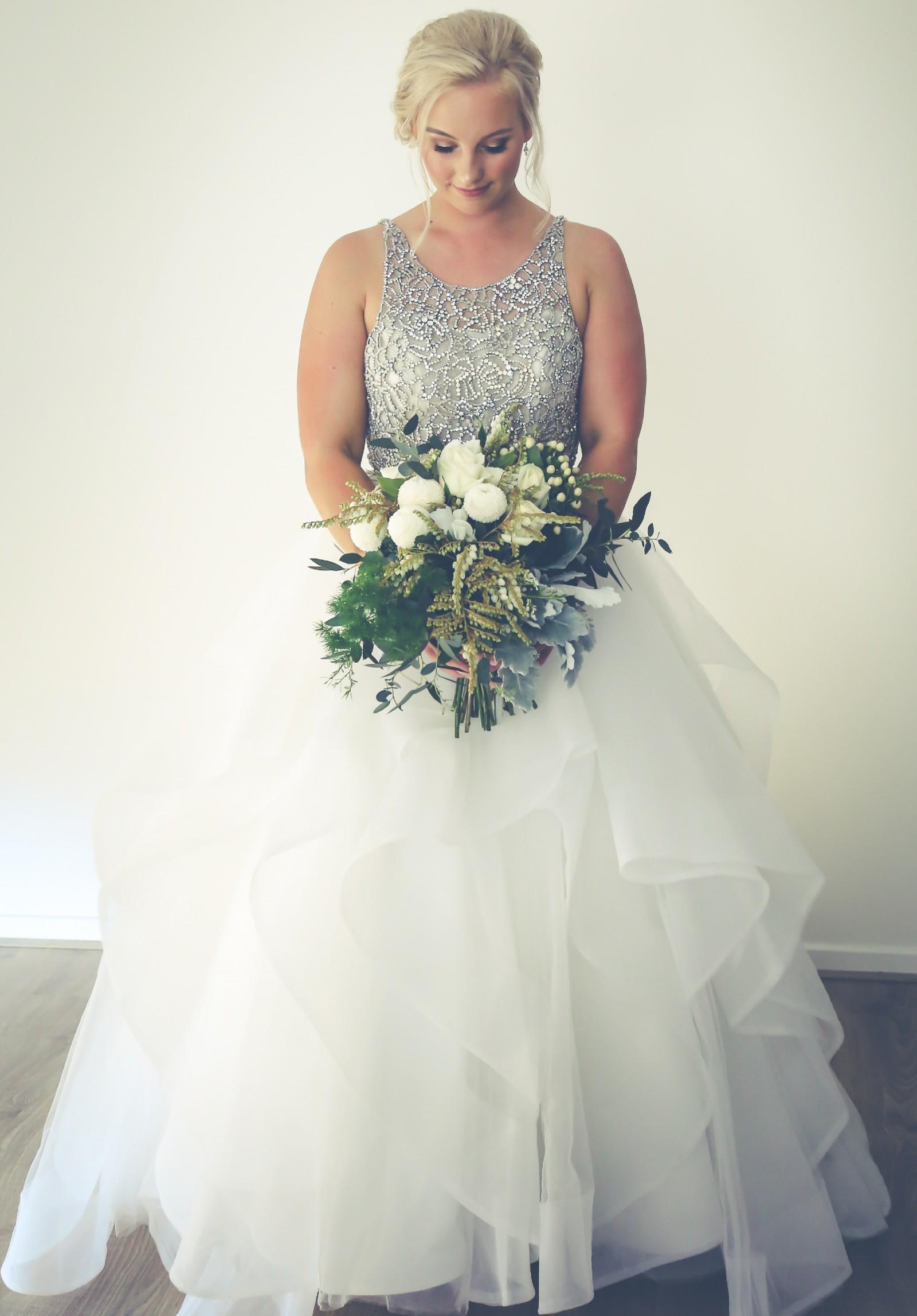 Hayley Paige Dori Preowned Wedding Dress on Sale 60% Off - Stillwhite