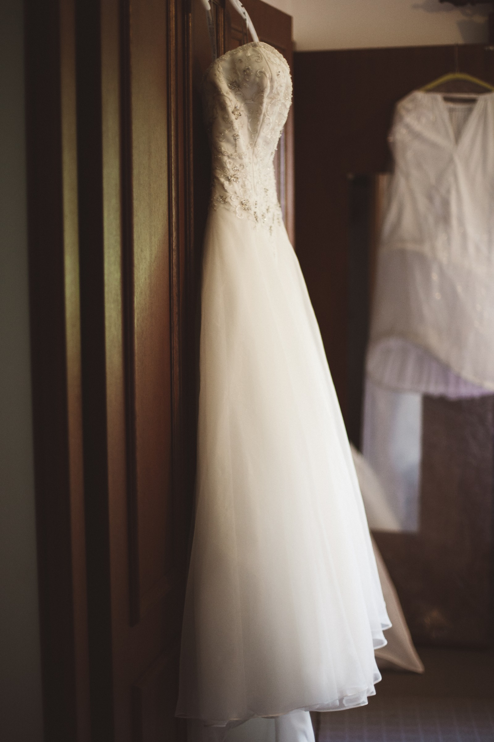 Alfred angelo a2450 pre owned wedding dress on sale for Once owned wedding dresses