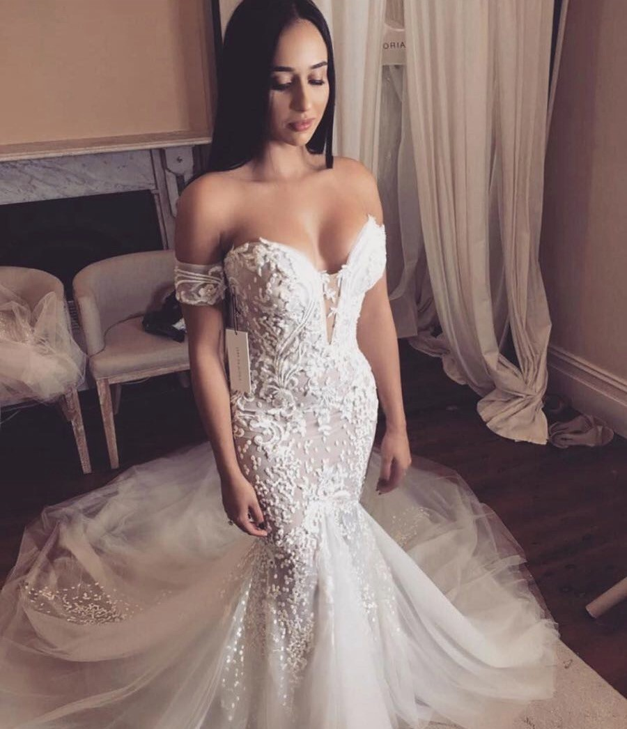 Leah da gloria custom made preowned wedding dress on sale for Leah da gloria wedding dress cost