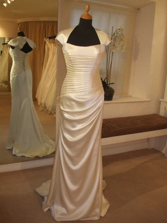 Suzanne Neville Idolise Pre Owned Wedding Dress On Sale 57