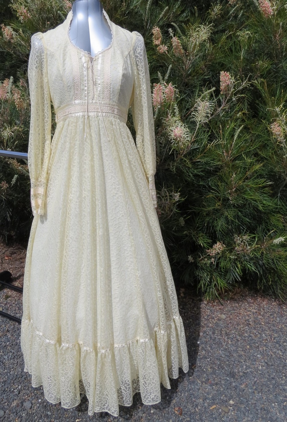 Jessica mcclintock 6300102a tv 12 used wedding dress on sale for Jessica mcclintock wedding dresses outlet