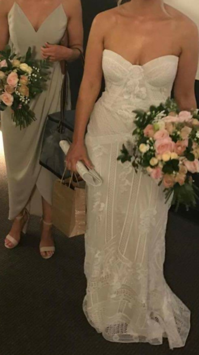 Rue De Seine Fox Gown Pre Owned Wedding Dress On Sale