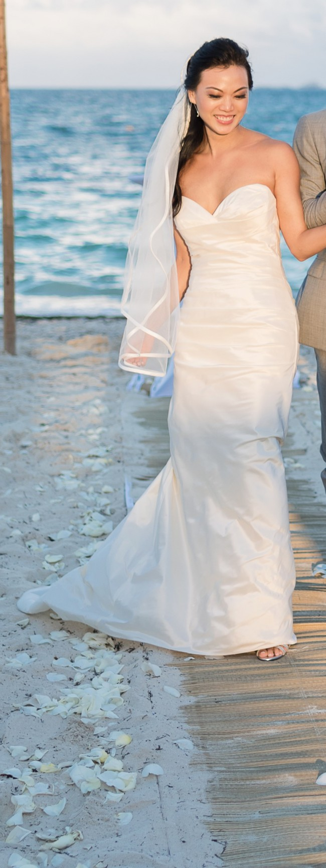 Beautiful Preowned Wedding Dresses Vignette - All Wedding Dresses ...