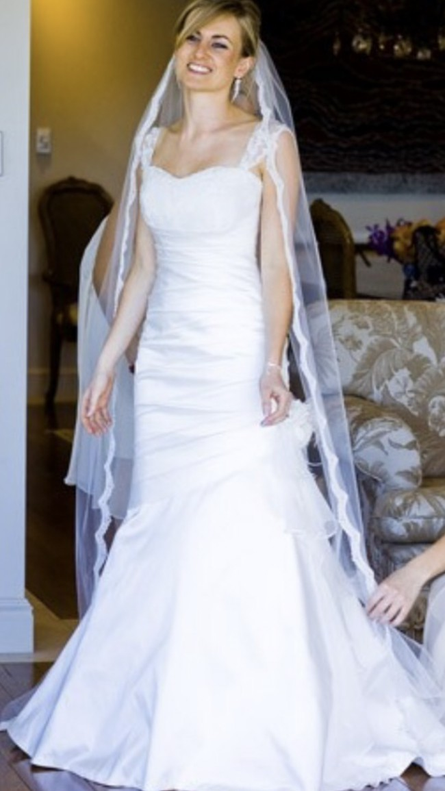 Sarah Devine French Lace Preowned Wedding Dress On Sale 87 Off