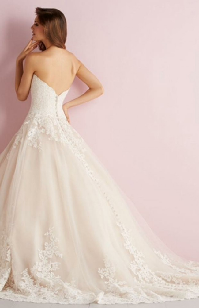 Allure Romance 2701 PreOwned Wedding Dress on Sale 61% Off