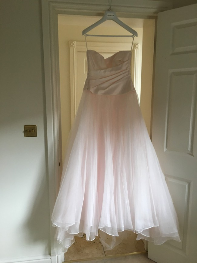 Le Spose Di Gio Custom Made Pre-Owned Wedding Dress on Sale 73% Off