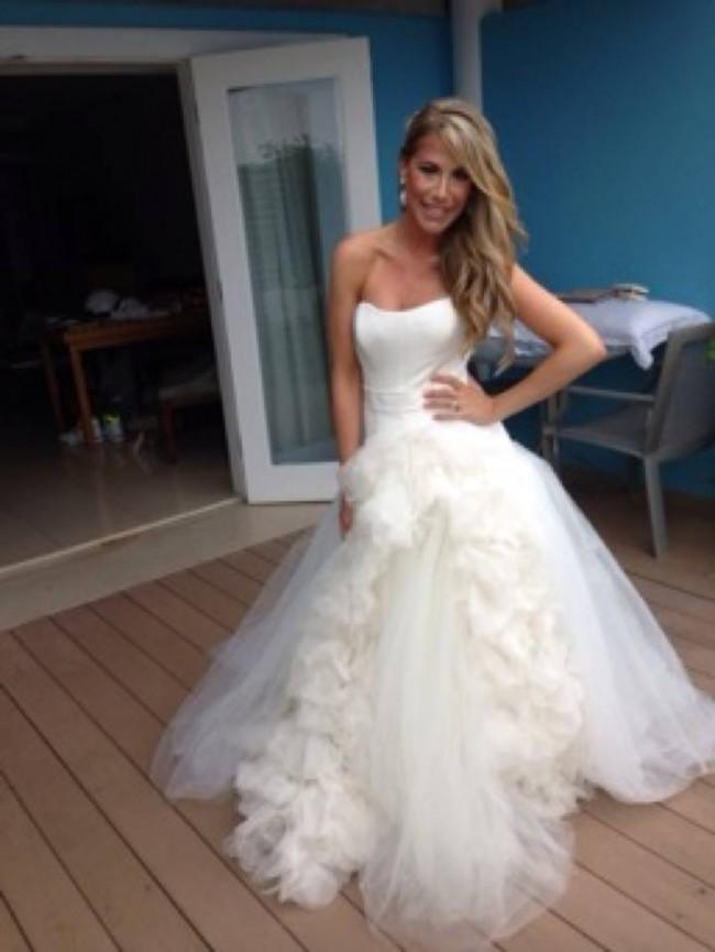 Vera wang joelle second hand wedding dress on sale 50 off for Average price of vera wang wedding dress