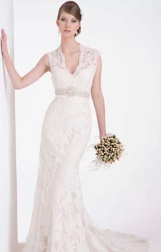 Hobnob Bridal Vintage V-neck Gown - Second Hand Wedding Dresses ...