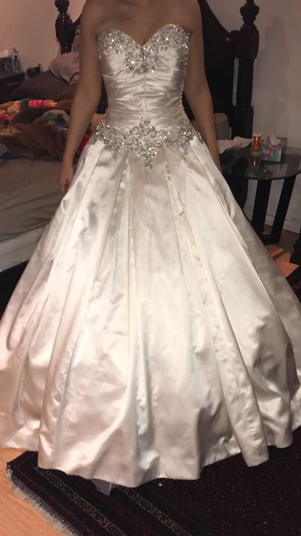 Allure Bridals Allure 9003 New Wedding Dress on Sale