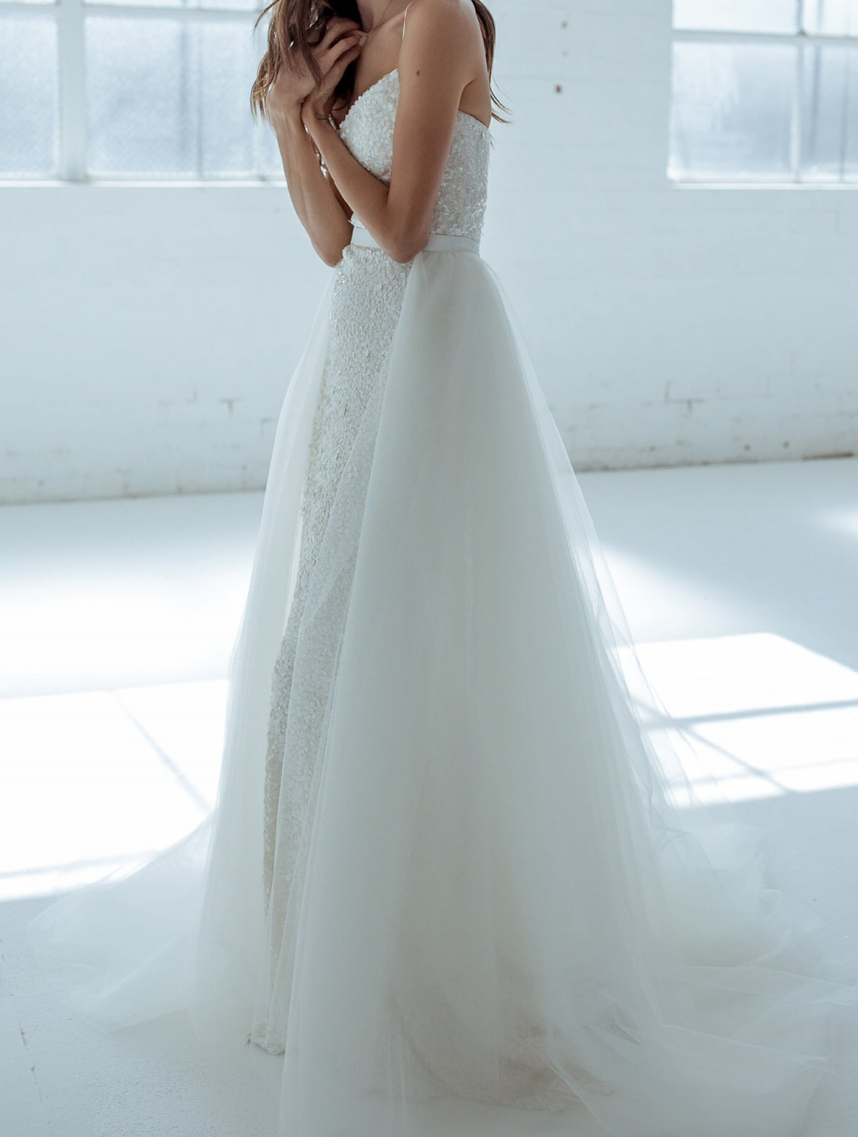 Karen Willis Holmes Alice Overlay Train - Second Hand Wedding ...