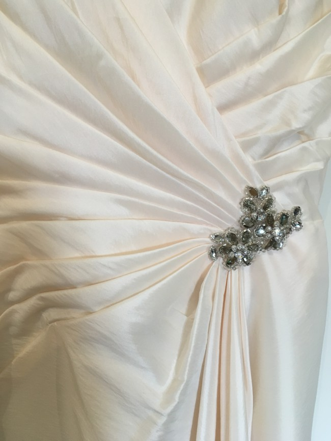 Mark lesley 1251a sample wedding dress on sale 80 off for Do dry cleaners steam wedding dresses