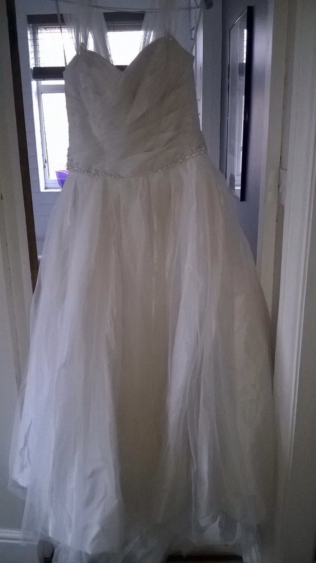 Vera Wang, Taffeta Ball Gown with Contrasting Tulle Overlay