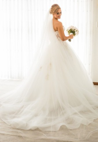 Steven khalil ball gown pre owned wedding dress on sale 68 for Steven khalil wedding dresses cost