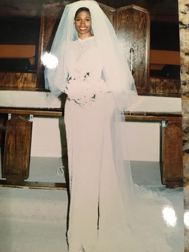 Mon amie reduced price second hand wedding dresses for Mon amie wedding dresses