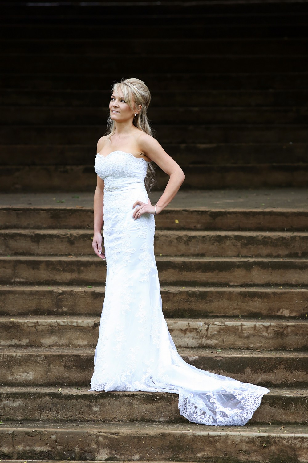 Kleinfeld pre owned wedding dress on sale 50 off for Kleinfeld wedding dresses sale