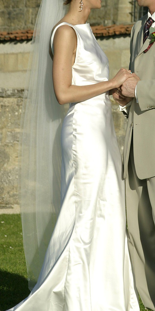 House of moshe couture pre owned wedding dress on sale 86 off for House of couture
