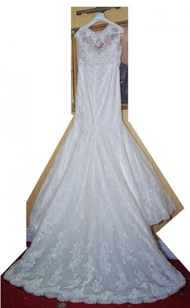 Pronovias Prune Preowned Wedding Dress on Sale 50% Off