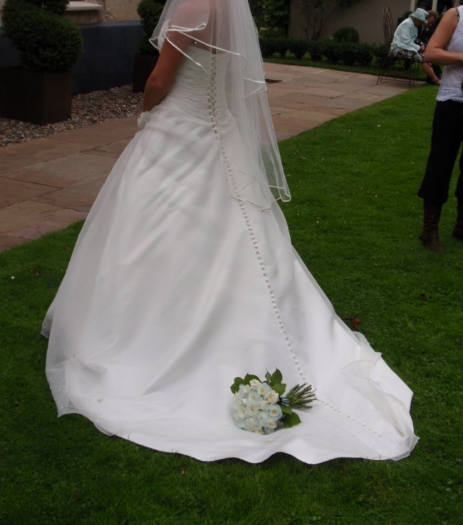 House Of Nicholas Second Hand Wedding Dress On Sale 73