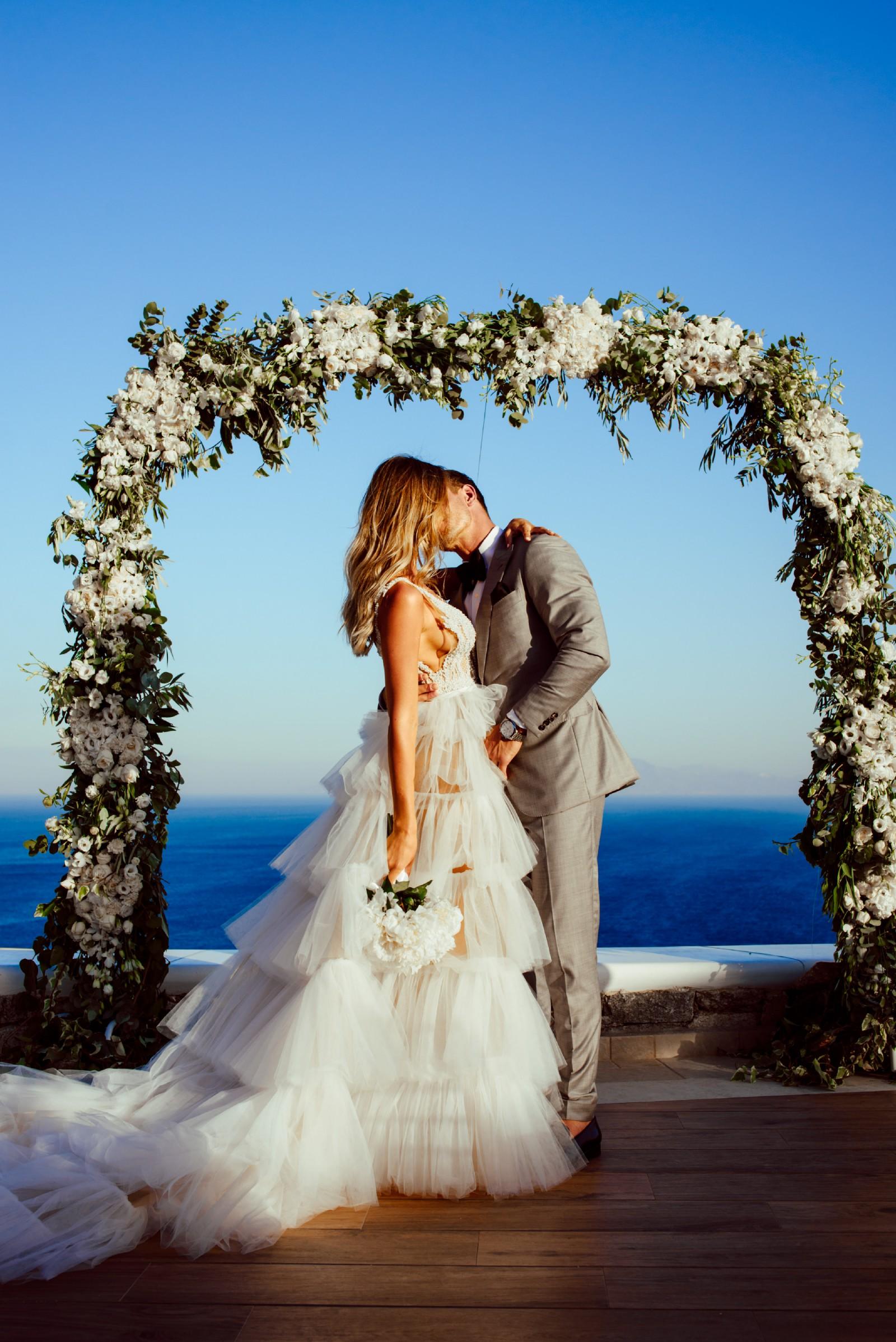 J\'aton Custom Made Pre-Owned Wedding Dress on Sale 45% Off