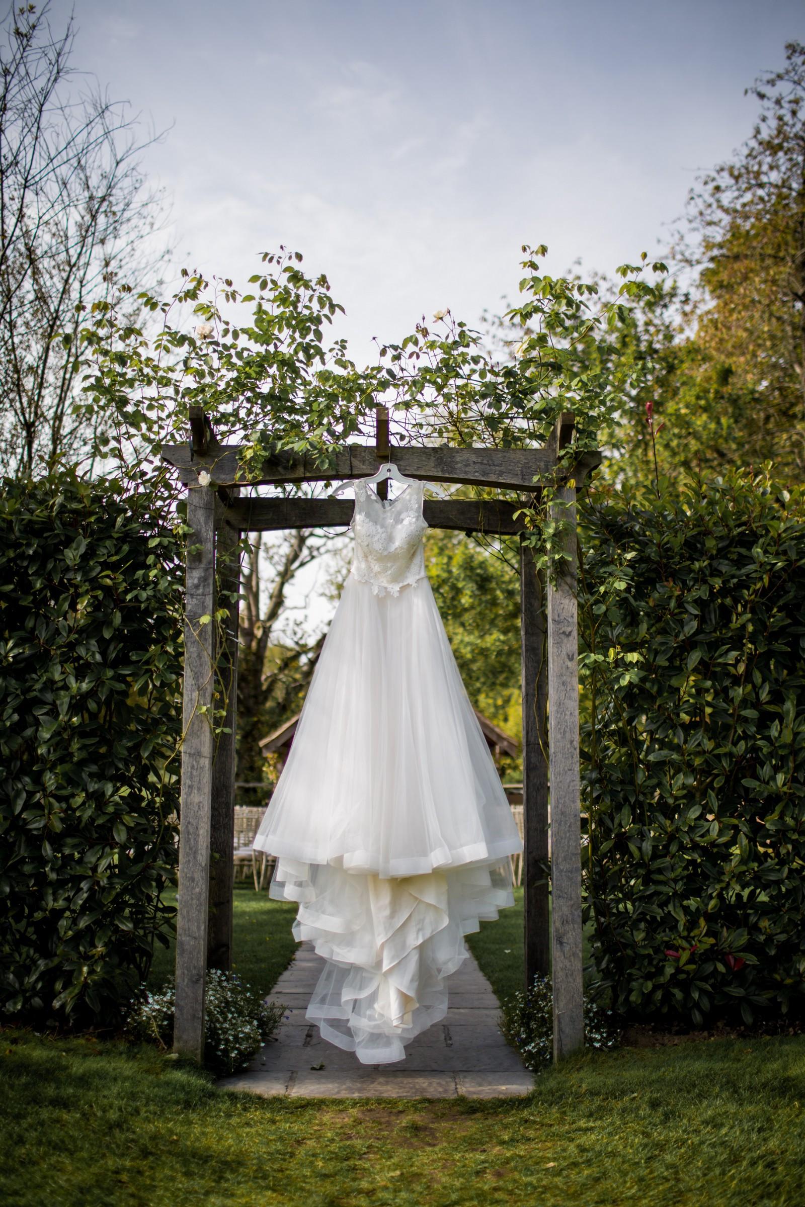 Paloma blanca style 2085 second hand wedding dress on for Second hand wedding dresses london
