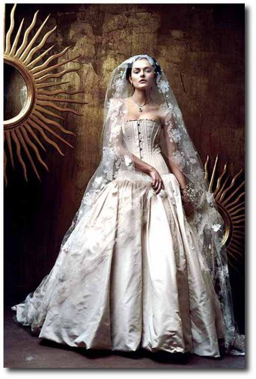 St. Pucchi Bella - Sample Wedding Dresses - Stillwhite