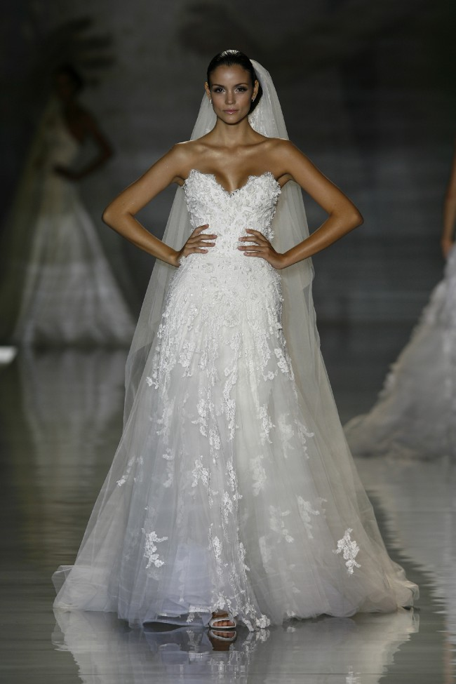Elie Saab Astarte Pre-Owned Wedding Dress on Sale 67% Off