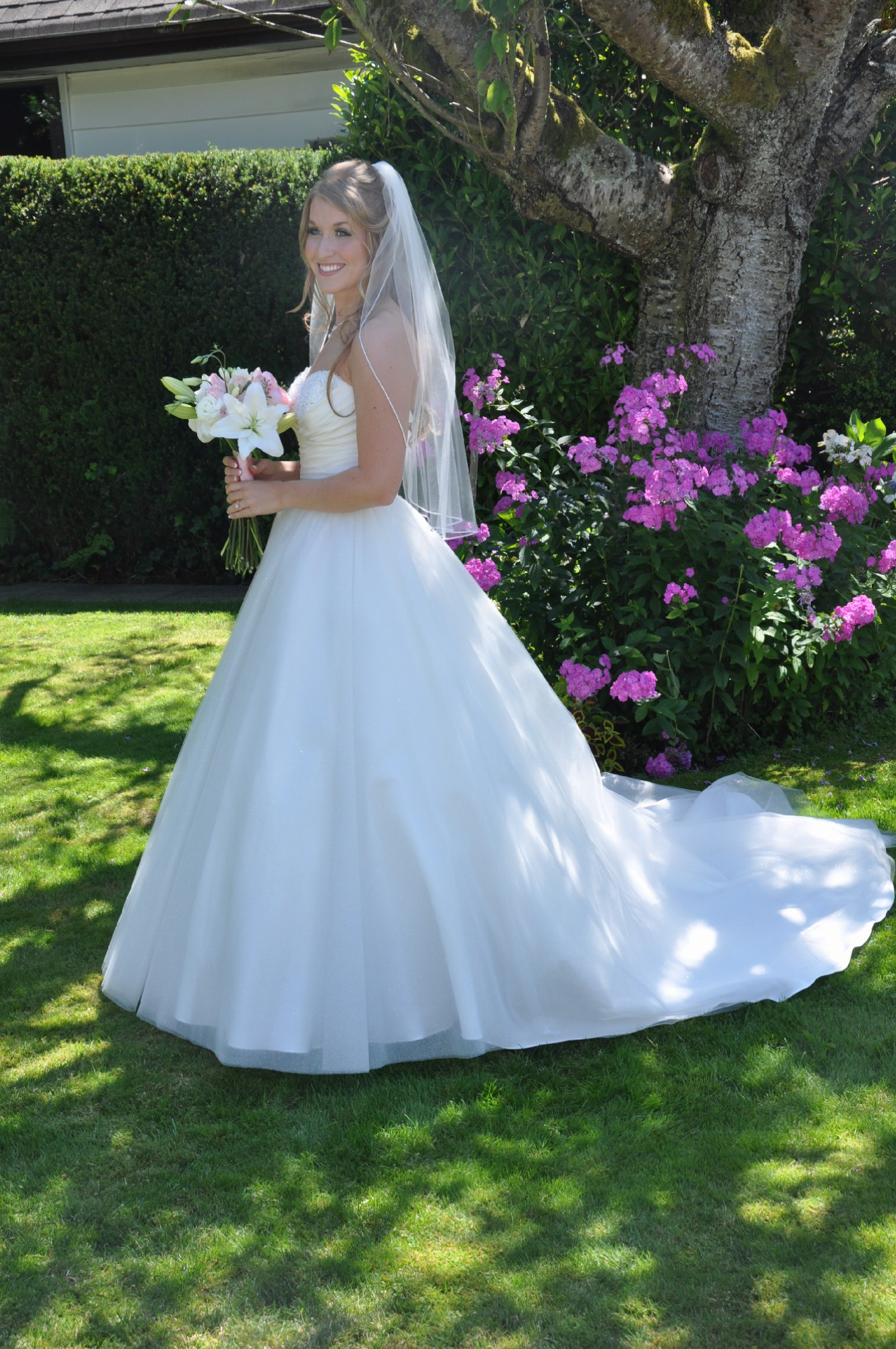Stunning Preowned Wedding Dress.com Pictures Inspiration - Wedding ...