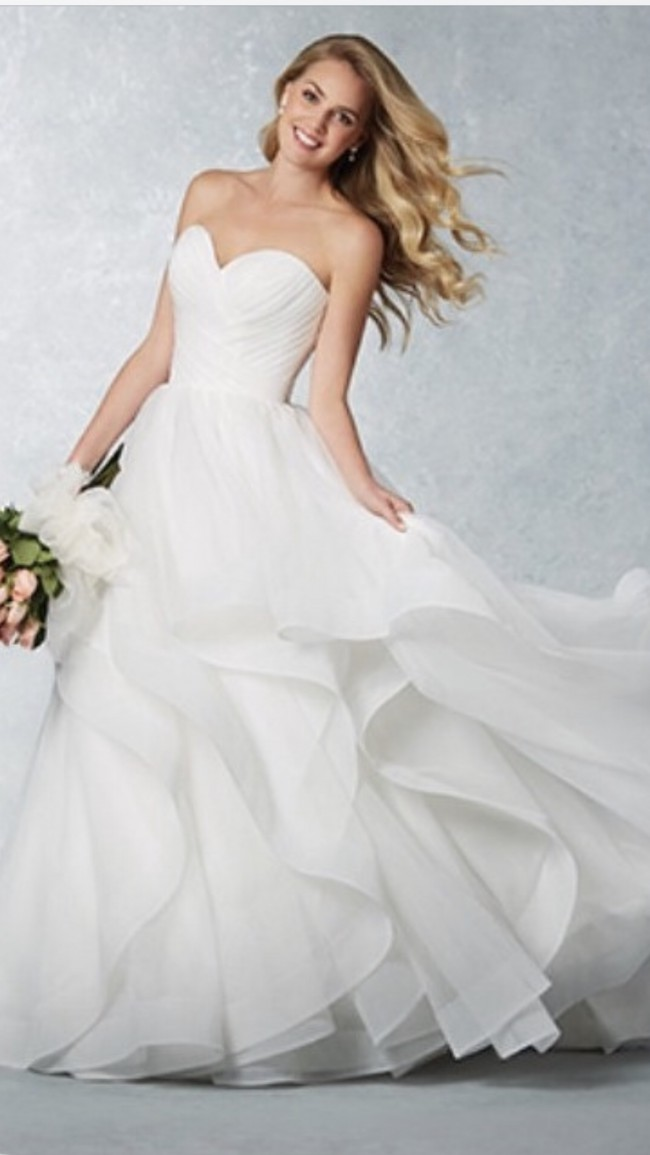 Alfred Angelo 2609 spring style - New Wedding Dresses - Stillwhite
