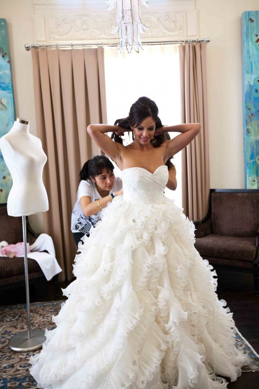 Oscar de la renta 92e25 pre owned wedding dress on sale 53 for How much do oscar de la renta wedding dresses cost