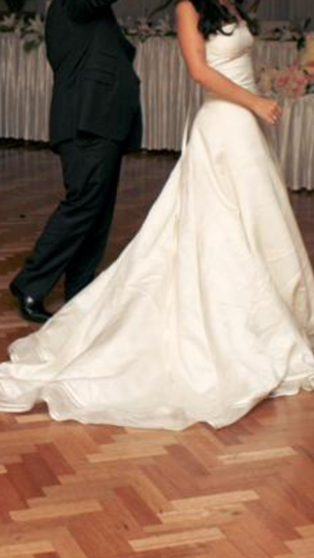 Vera wang emily second hand wedding dress on sale 88 off for Second hand wedding dresses near me